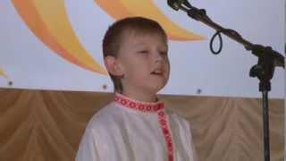 Влад Журавлев,9 лет . Русские народные песни. С деревьев листья полетели... Педагог Валерий Гришаков